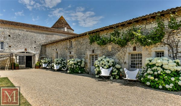 Near angoul me charente cognac france a luxury home for Code postal angouleme